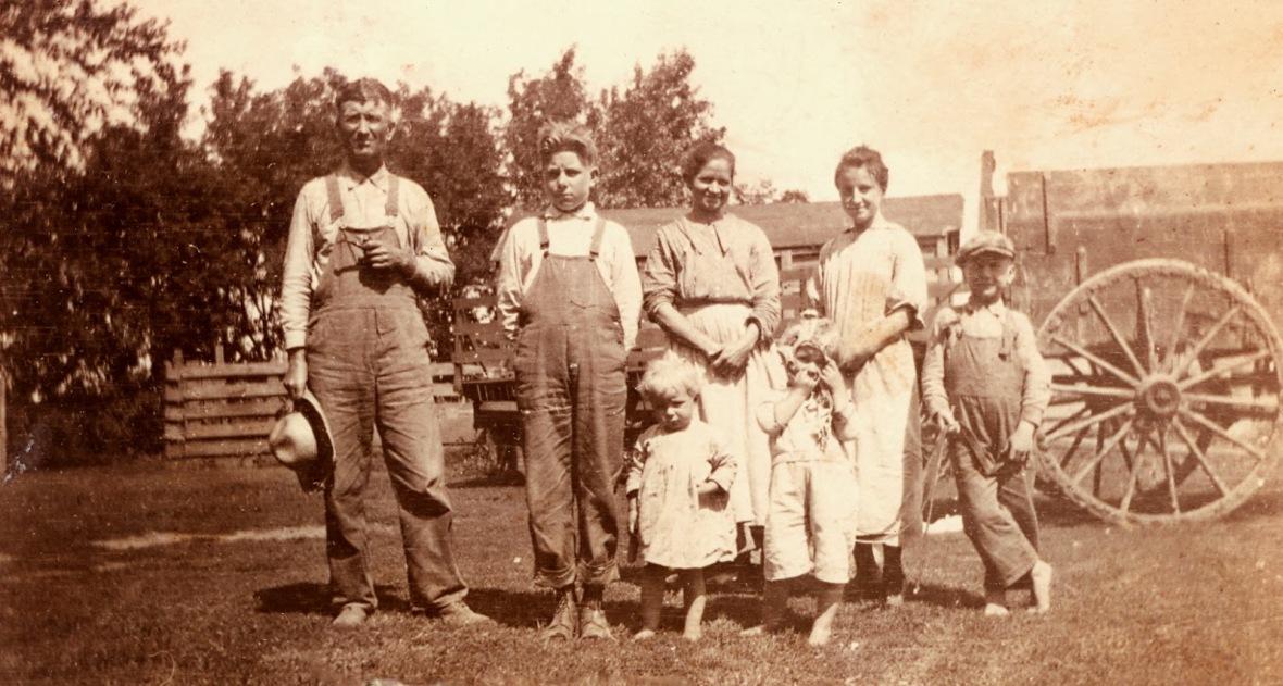 farm-family-1919